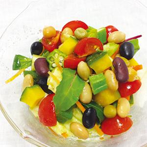 夏野菜と蒸し豆のコロコロサラダ